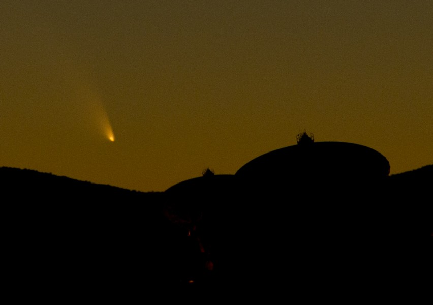 Comet PanSTARRS, night sky photography, astrophoto, Very Large Array, New Mexico
