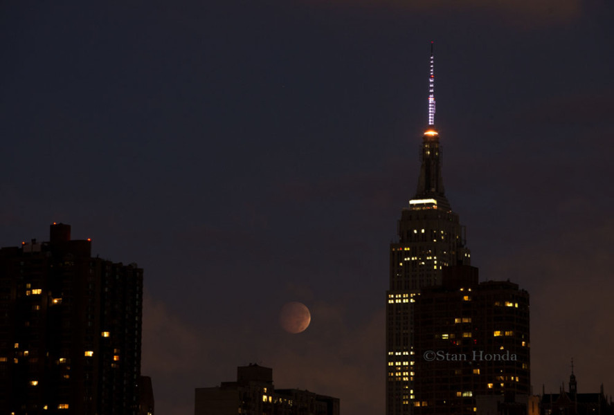 Total lunar eclipse and Empire State Building.