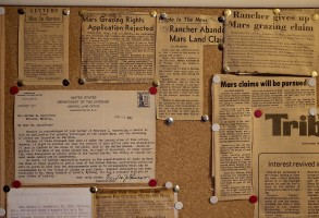 Clippings and a letter from 1946, articles from 1976 after the Viking landings on Mars.
